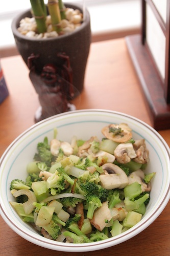 cooked broccoli, onion and mushroom